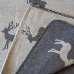 Decke in Grau mit Hirschmuster