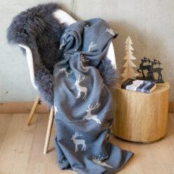 Decke mit Hirschen und Zierstich