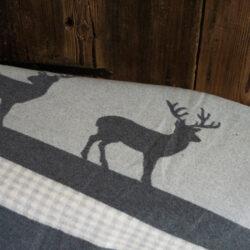 Decke mit Bordüre Hirsch Karo