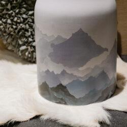 Bergmotiv Bergrelief auf Dose