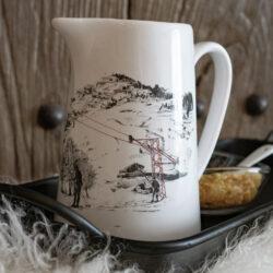 Keramik Kanne Weiss mit Skifahrer und Berg Motiv