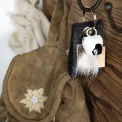 Schlüsselschlaufe aus Filz und Kuhfell mit kleiner Kuhglocke