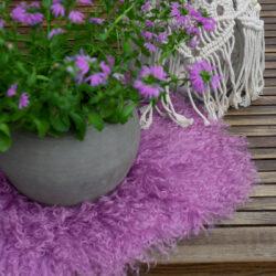 Tibetisches Fell rund Lavendel und Flieder